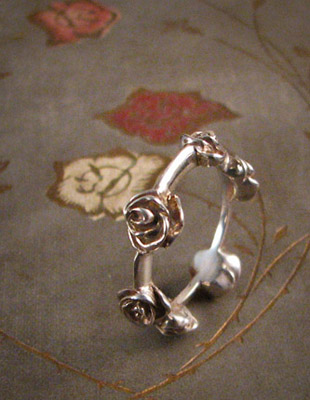 carved chain of roses ring in sterling silver