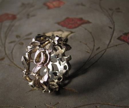 18K white gold handcarved mistletoe ring
