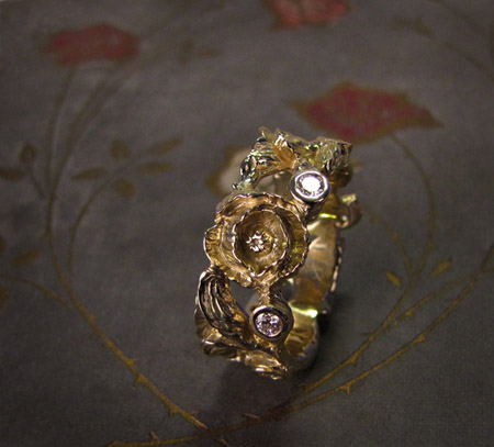 Carved poppy and diamond eternity ring in 18K gold
