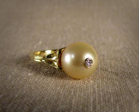 Gold South Sea pearl, diamond, 18K gold ring