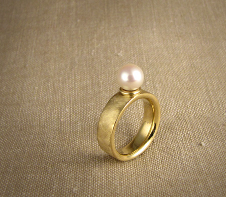 18K and akoya pearl ring