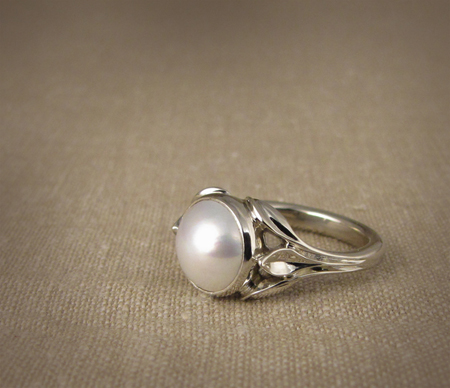 Carved leaf motif; 18K and mabe pearl solitaire