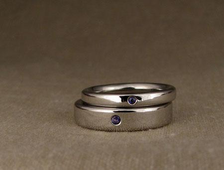 Palladium bands w-flush sapphires