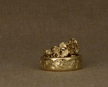 18K Carved ginkgo wedding bands