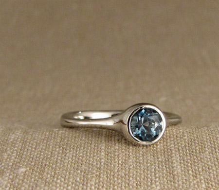 Aquamarine Solitaire in 14K