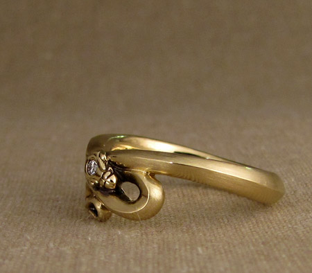 18K snake ring with diamond