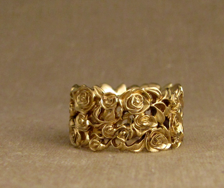 18K wide rose bramble band