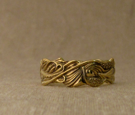 18K hand-carved squid ring