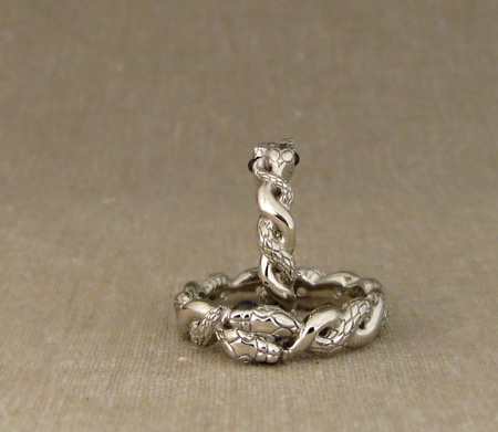 Entwined snake rings with star sapphires - 14K
