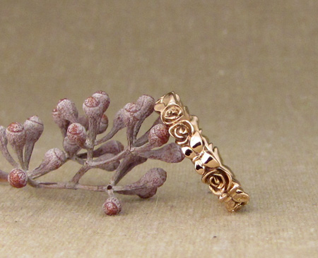Rose+butterfly ring in 18K rose gold