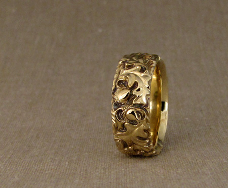 18K hand-carved oak leaf band
