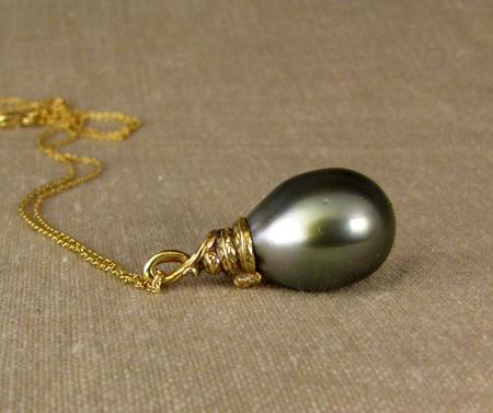 Coiled snake pendant + Tahitian pearl 18K