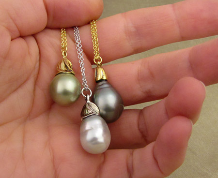 Tahitian and South Sea pearl drop pendants, 18K
