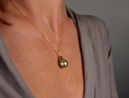18K floral pearl drop pendant w-Tahitian pistachio pearl