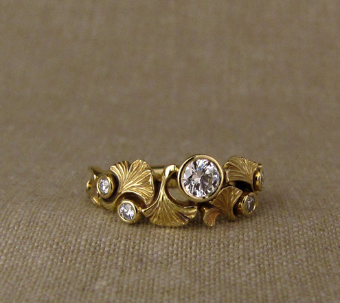 Ginkgo & Diamond ring, 18K yellow gold