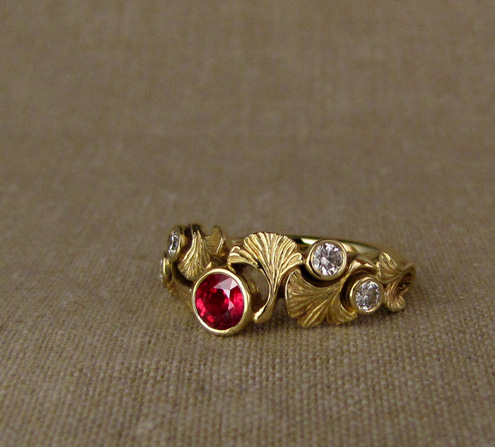 Ginkgo & Ruby ring, 18K yellow gold