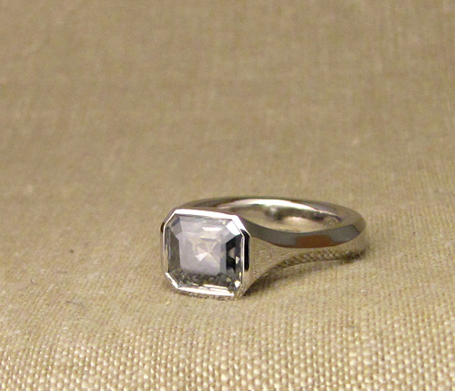 Emerald-cut low-profile Geometric Solitaire in Palladium